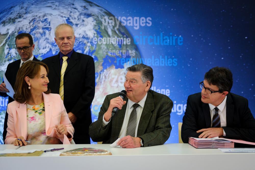 Sylvian CALS, représentant le Pôle Territorial, a signé l'avenant à la convention TEPCV le 9 décembre 2016