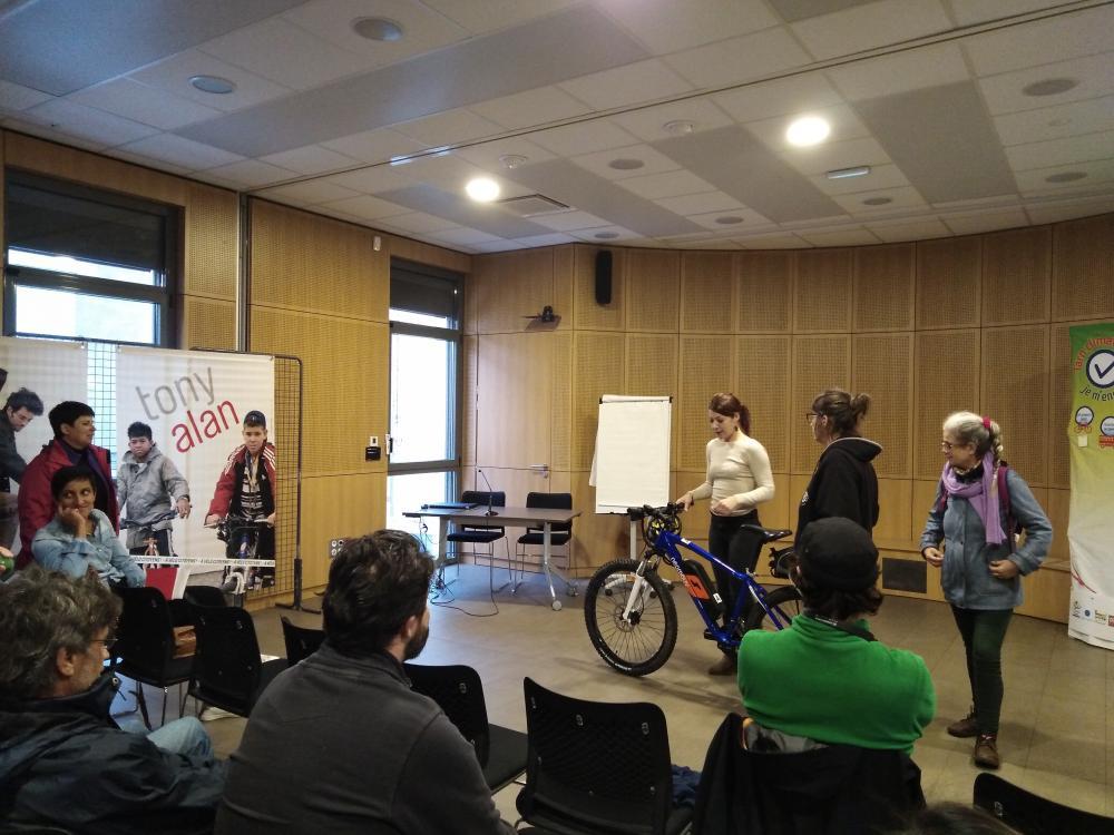 Explications sur l'utilisation des vélos électriques par Claire de la 3CT