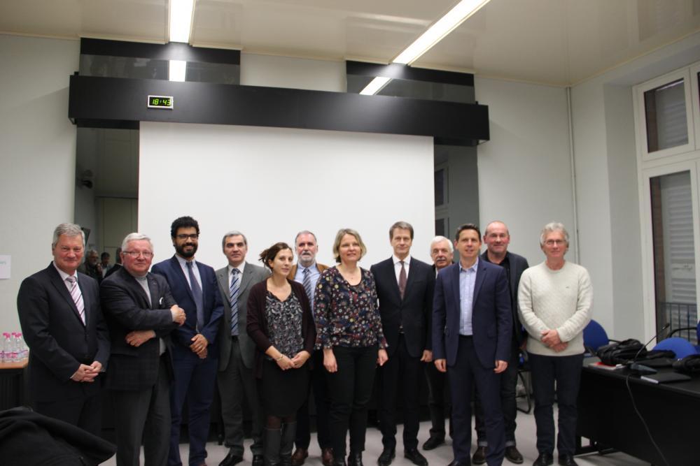 L'ensemble des signataires avec les élus du Pôle Territorial