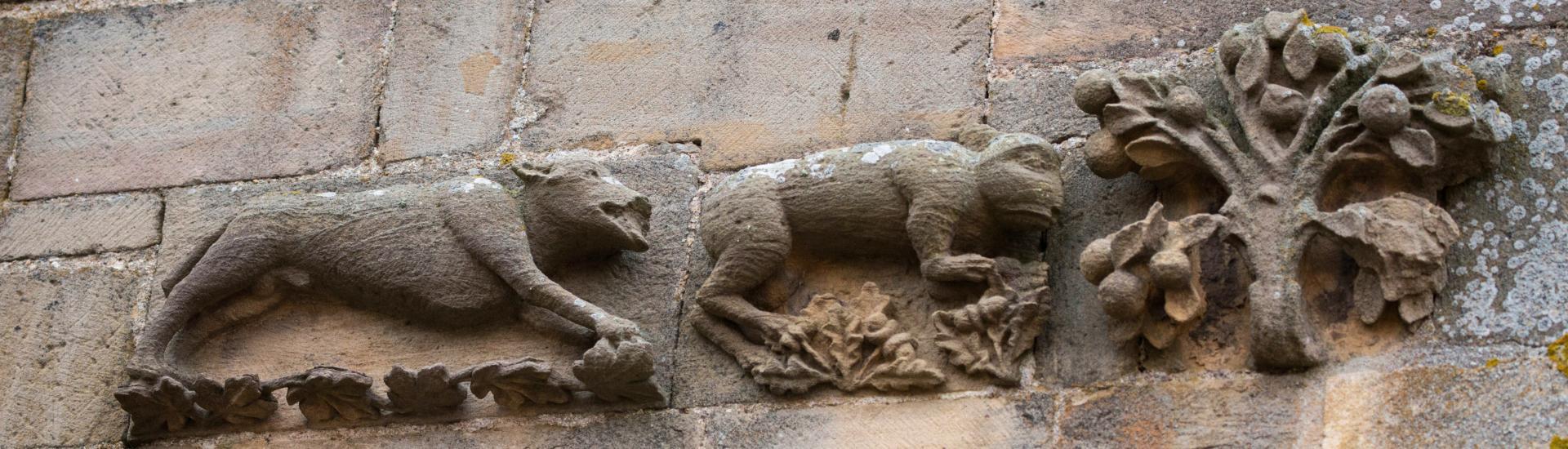 Façades sculptées à Cordes sur Ciel